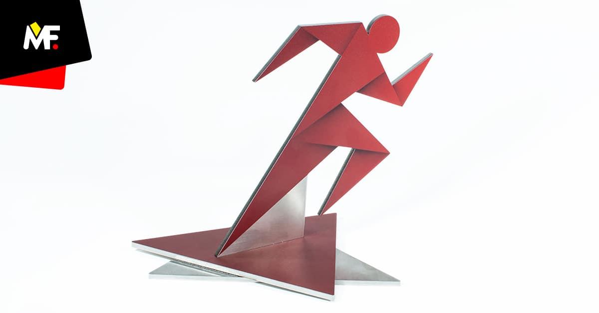 Statuetka biegowa postać biegacza przypominająca technikę origami