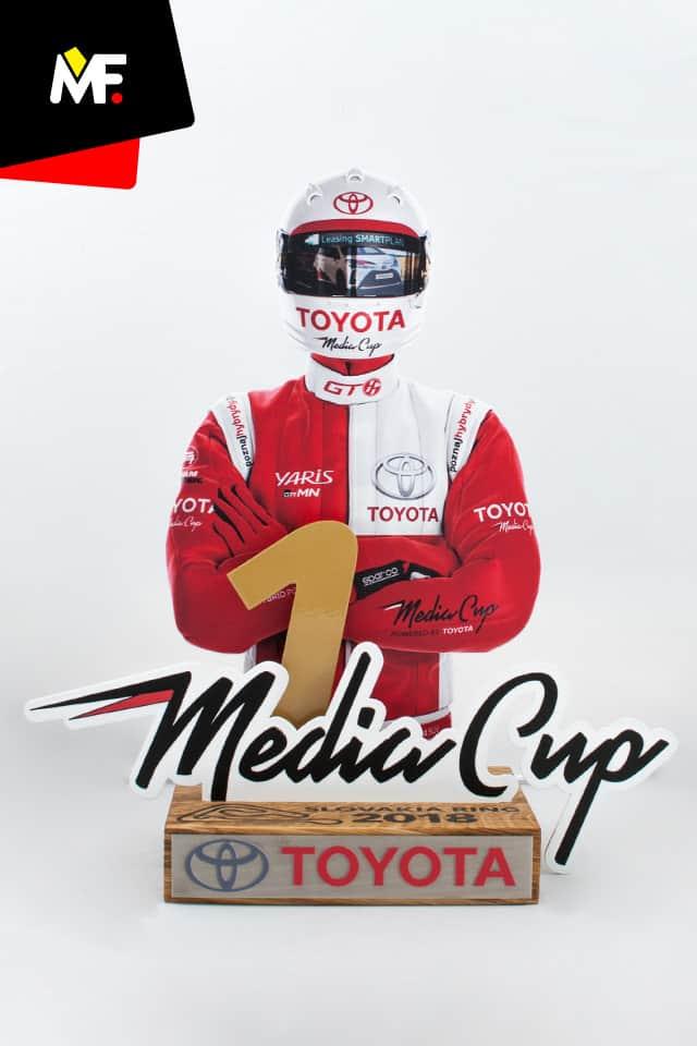 Innowacyjna statuetka przedstawiająca uczestnika wyścigu Toyota Media Cup