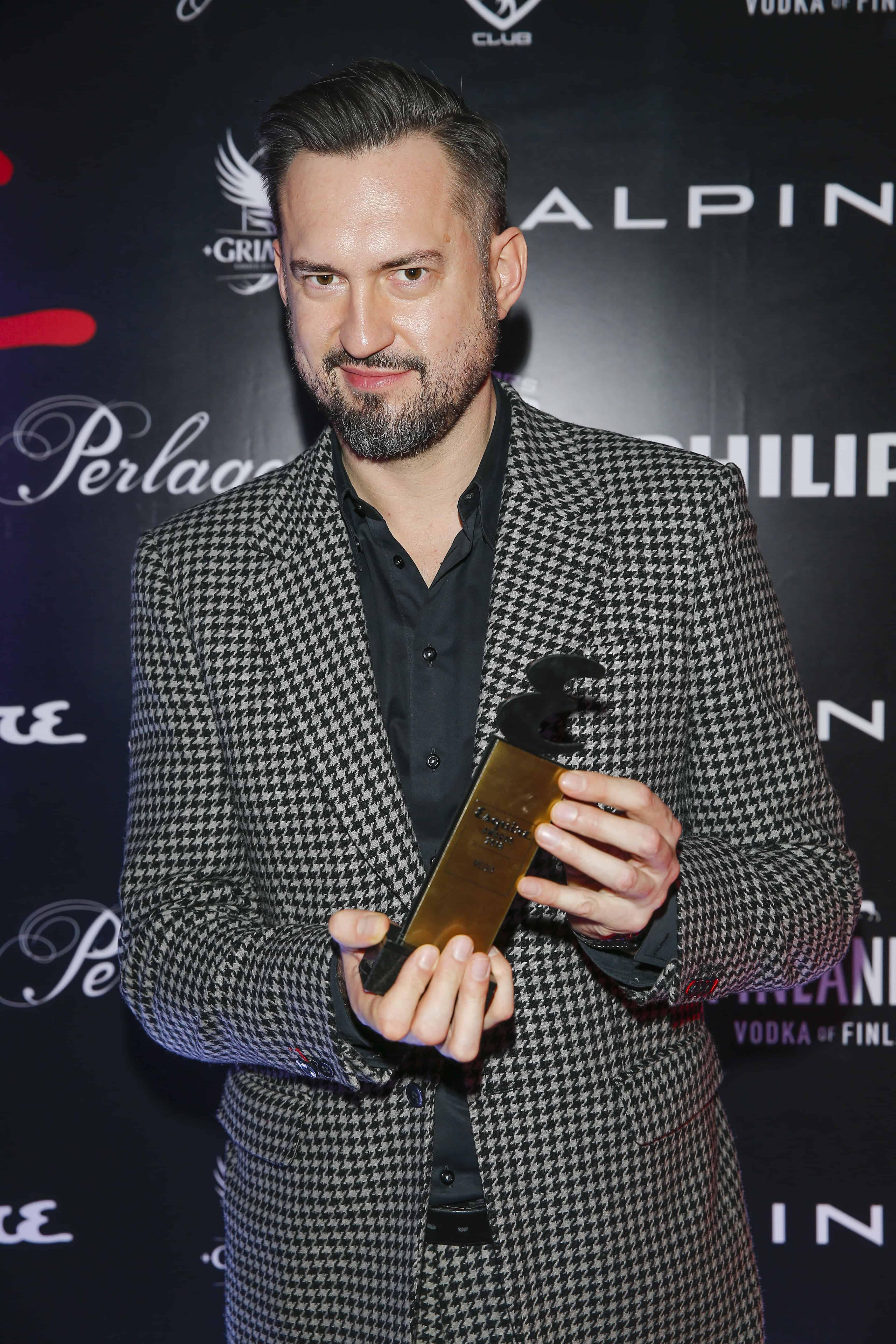 Marcin Prokop ze statuetką Esquire